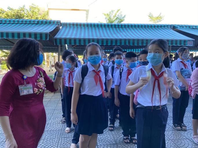 """Đà Nẵng: Học sinh mang thông điệp """"5K"""" đến trường, sau 1 tuần học trực tuyến - Ảnh 6."""