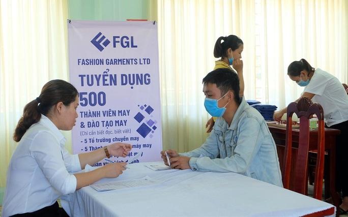 Quảng Nam: Tư vấn, giải quyết việc làm cho người lao động sau dịch - Ảnh 1.