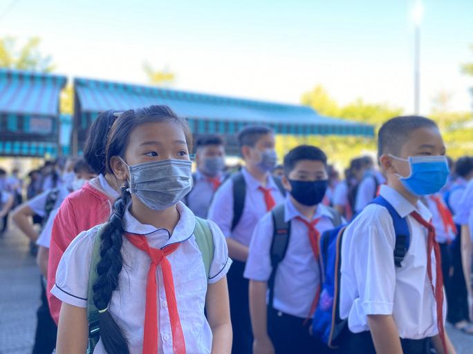 """Đà Nẵng: Học sinh mang thông điệp """"5K"""" đến trường, sau 1 tuần học trực tuyến - Ảnh 8."""