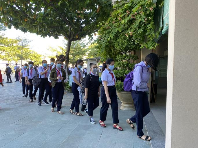 """Đà Nẵng: Học sinh mang thông điệp """"5K"""" đến trường, sau 1 tuần học trực tuyến - Ảnh 9."""
