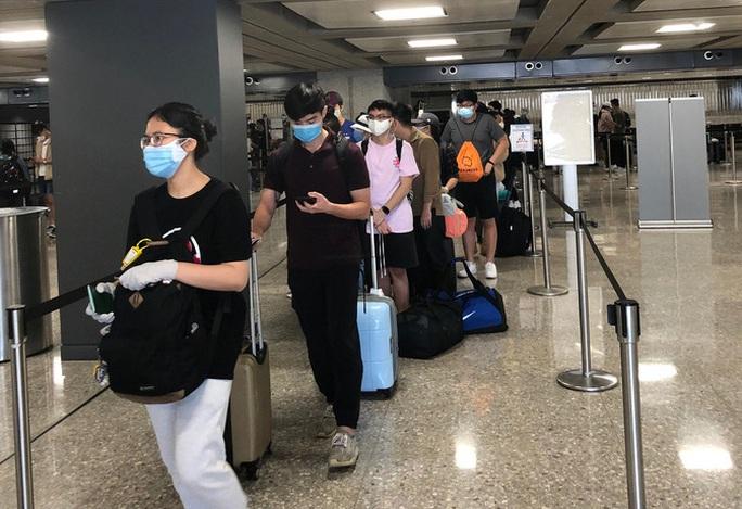 Thủ tướng: Từng bước, thận trọng tăng tần suất chuyến bay quốc tế - Ảnh 1.