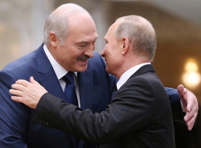 """Tổng thống Belarus đến Nga giữa lúc """"dầu sôi lửa bỏng"""" - Ảnh 1."""