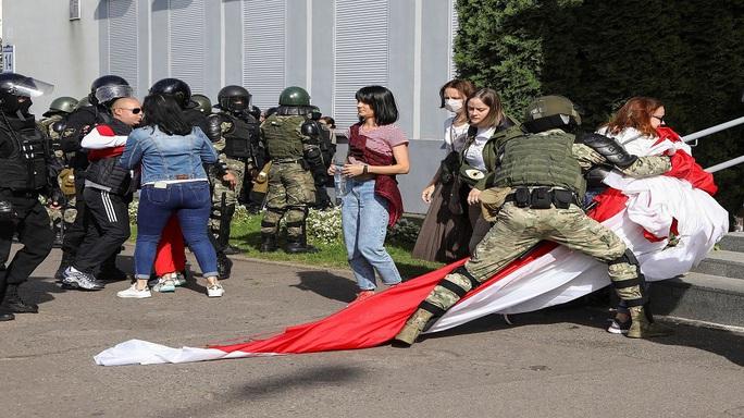 """Tổng thống Belarus đến Nga giữa lúc """"dầu sôi lửa bỏng"""" - Ảnh 2."""