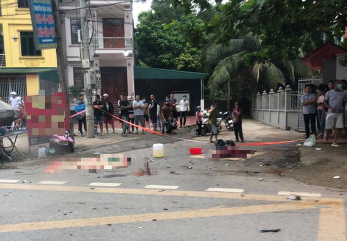 3 người tử vong tại chỗ sau vụ tai nạn, tài xế ôtô rời khỏi hiện trường - Ảnh 1.