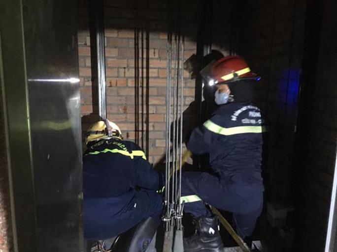 Điều tra vụ thợ bảo trì thang máy tử vong ở quận 1 - Ảnh 1.