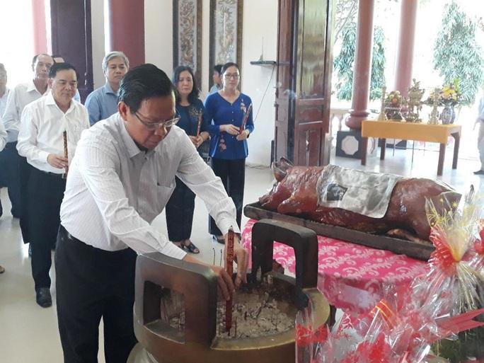 Tưởng niệm 28 năm ngày mất Nữ tướng Nguyễn Thị Định - Ảnh 1.