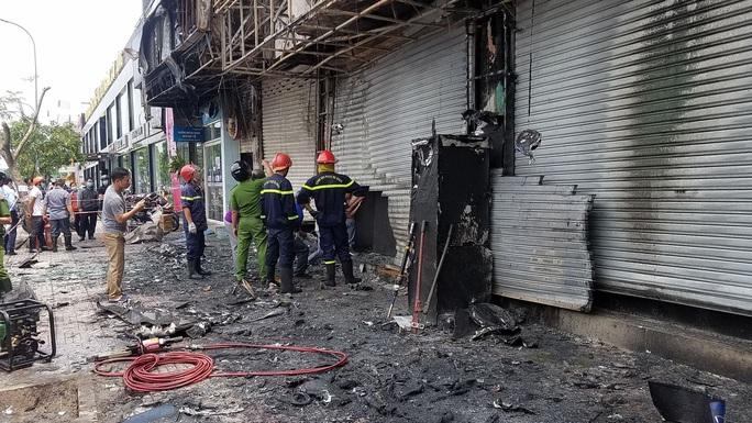Triệu tập người đàn ông, điều tra nghi án đốt phòng giao dịch Eximbank ở Gò Vấp - Ảnh 2.