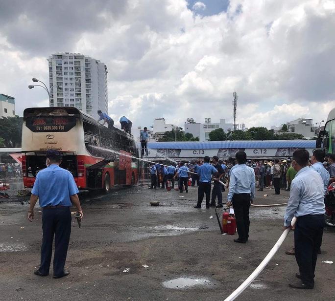 Cháy xe khách trong Bến xe Miền Đông - Ảnh 2.
