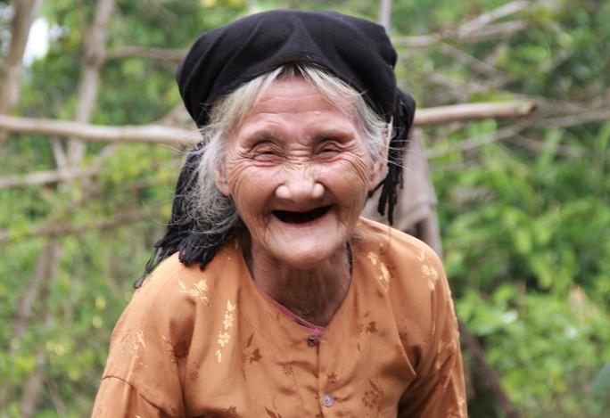 Cụ bà 84 tuổi đạp xe lên xã xin thoát nghèo là điển hình tiên tiến của Thanh Hóa - Ảnh 1.