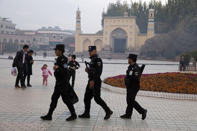 Trung Quốc lãnh thêm đòn cứng rắn từ Mỹ liên quan tới Tân Cương - Ảnh 2.