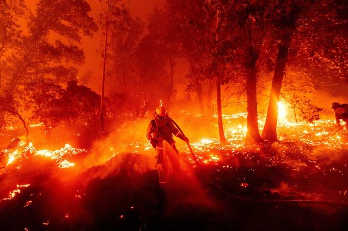 Cháy rừng cực đoan, thất thường chưa từng có ở California - Ảnh 1.