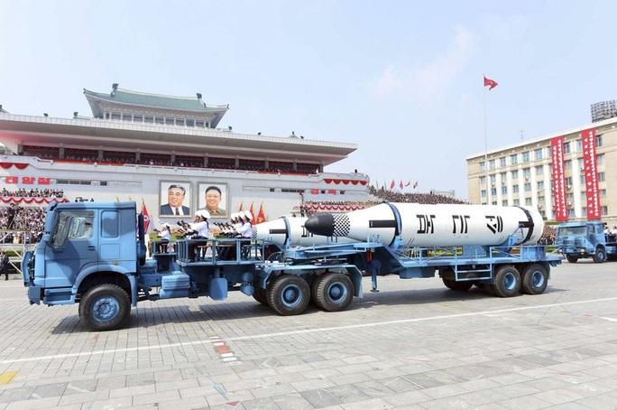 Triều Tiên sắp thử tên lửa dưới nước? - Ảnh 2.