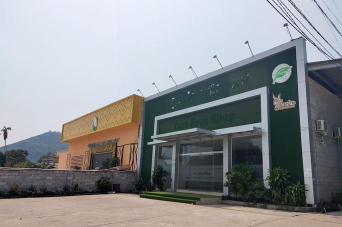 Hơn 8,2 tỉ đồng cường chế 7 cửa hàng phục vụ khách Trung Quốc ở Nha Trang - Ảnh 2.