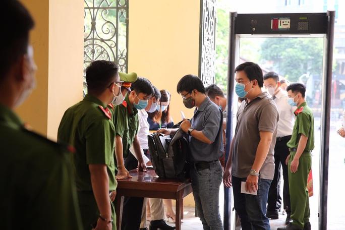 Xét xử ông Nguyễn Thành Tài và đồng phạm: Nhiều doanh nghiệp và cá nhân liên quan vắng mặt - Ảnh 3.