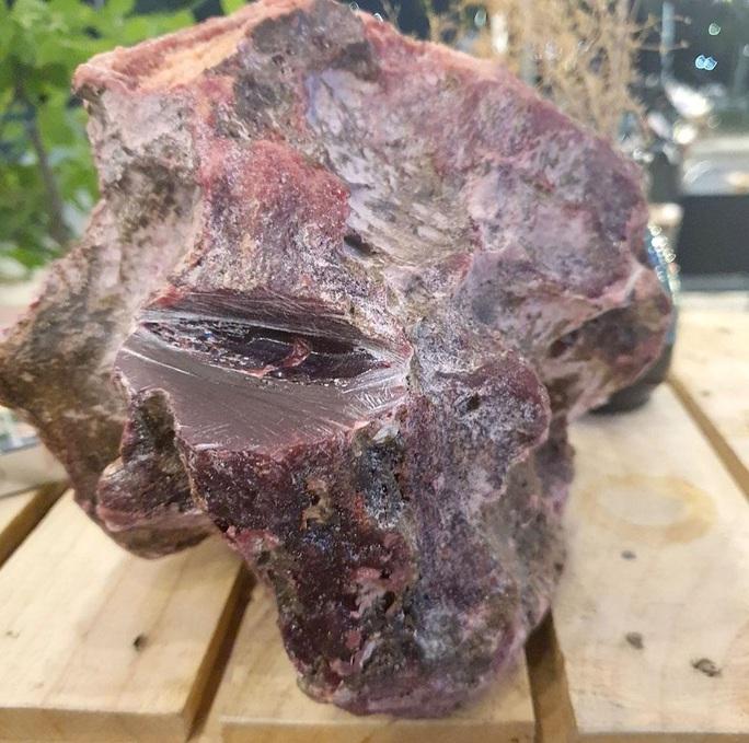 Lặn ngắm san hô, nhặt khối đá đỏ nghi Long diên hương trị giá hàng tỉ đồng - Ảnh 3.