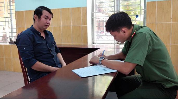 TP HCM: Bắt 3 kẻ thuê nhà cho người Trung Quốc ở trái phép - Ảnh 1.