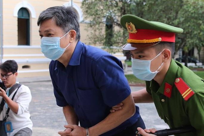 Hình ảnh ông Nguyễn Thành Tài và bà chủ Công ty Hoa Tháng Năm ở phiên tòa sáng 17-9 - Ảnh 2.