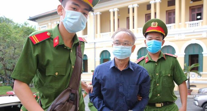 Hình ảnh ông Nguyễn Thành Tài và bà chủ Công ty Hoa Tháng Năm ở phiên tòa sáng 17-9 - Ảnh 3.