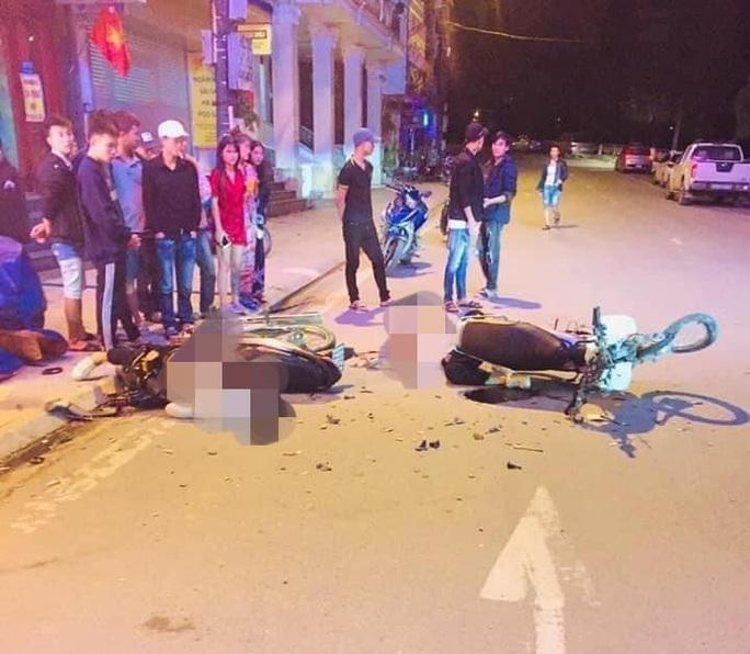 Xe máy tông nhau, 2 người 16-18 tuổi tử vong - Ảnh 1.