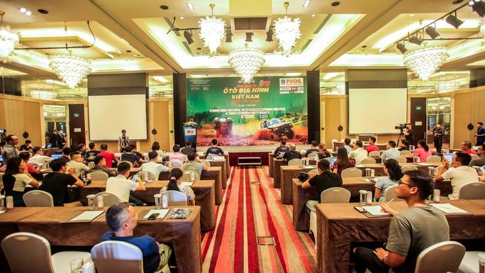 Hàng trăm VĐV tranh tài giải đua xe ôtô địa hình Việt Nam 2020 - Ảnh 2.