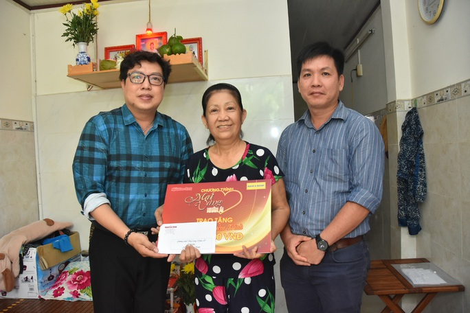 Mai Vàng nhân ái thăm nghệ sĩ lão thành Hoàng Vân và nghệ sĩ Diễm Trinh - Ảnh 1.