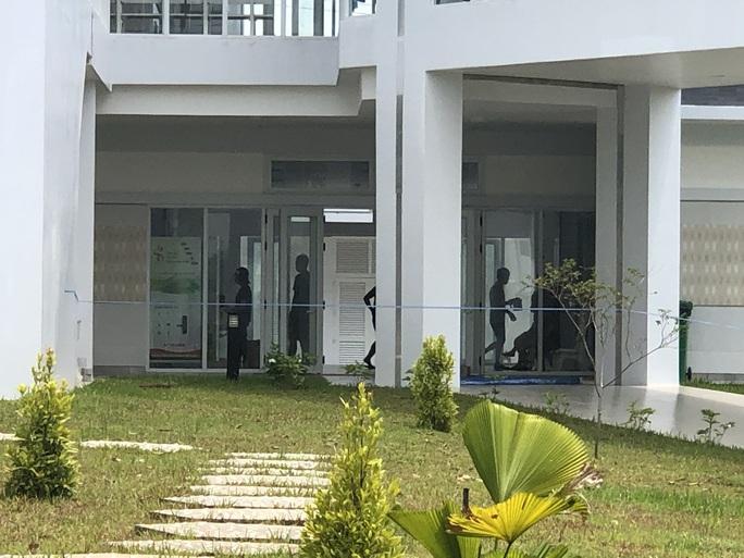 Bình Dương: Khởi tố đối tượng tổ chức cho người khác ở lại Việt Nam trái phép - Ảnh 2.
