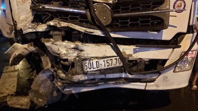 20 người vào viện sau vụ va chạm giữa xe tải và xe buýt - Ảnh 2.