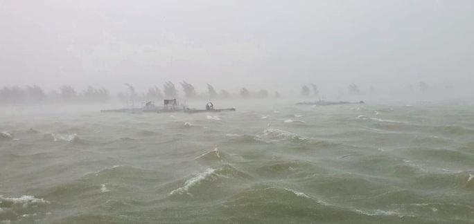 Chùm ảnh trước bão: Đà Nẵng mưa xối xả ngập đường, sấm sét vang trời - Ảnh 3.