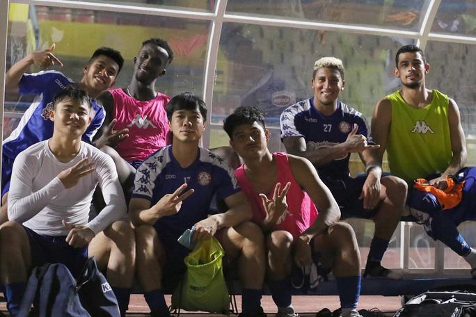 Nghe nhạc đám ma xong thua đậm, CLB TP HCM mua liền 3 cầu thủ Sanna Khánh Hòa để giải đen? - Ảnh 3.