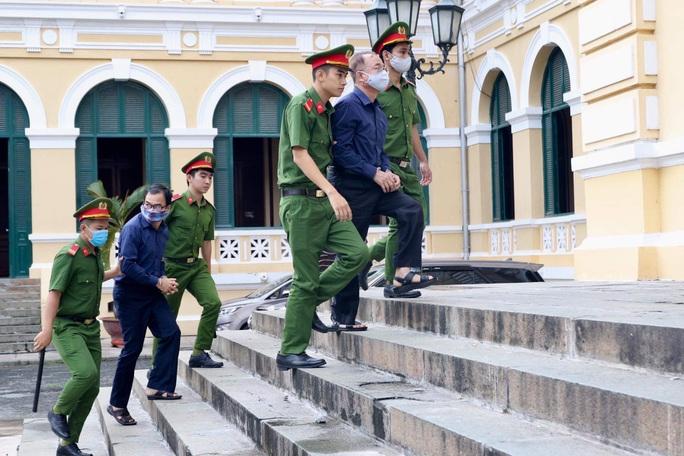 CLIP: Bà chủ Hoa Tháng Năm cho rằng không là đồng phạm của ông Nguyễn Thành Tài - Ảnh 2.