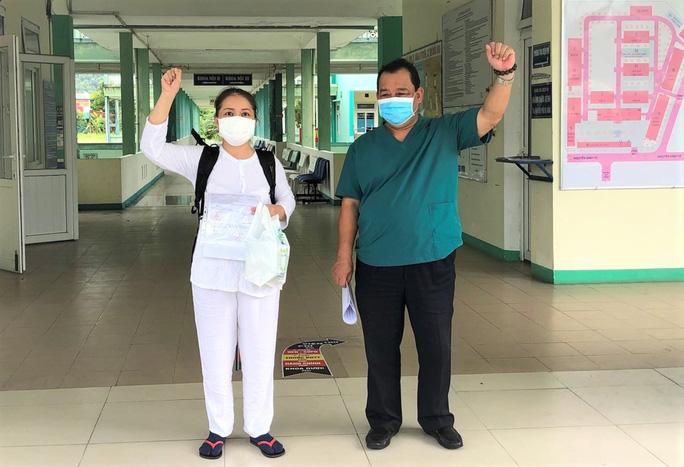 Bệnh nhân Covid-19 cuối cùng ở Bệnh viện Phổi Đà Nẵng xuất viện - Ảnh 1.