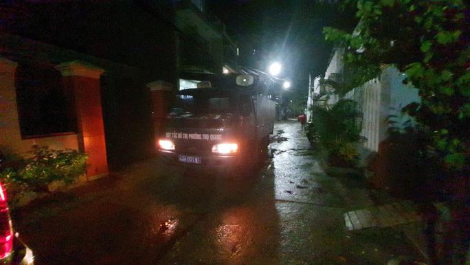 Đà Nẵng: Trắng đêm di tản hàng ngàn người dân tránh bão số 5 - Ảnh 8.