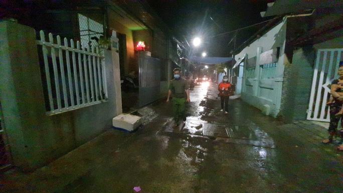 Đà Nẵng: Trắng đêm di tản hàng ngàn người dân tránh bão số 5 - Ảnh 9.
