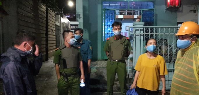 Đà Nẵng: Trắng đêm di tản hàng ngàn người dân tránh bão số 5 - Ảnh 11.