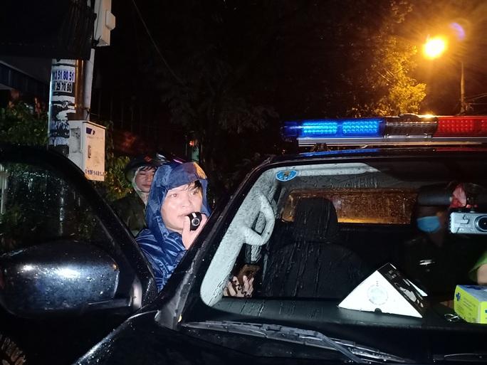 Đà Nẵng: Trắng đêm di tản hàng ngàn người dân tránh bão số 5 - Ảnh 12.