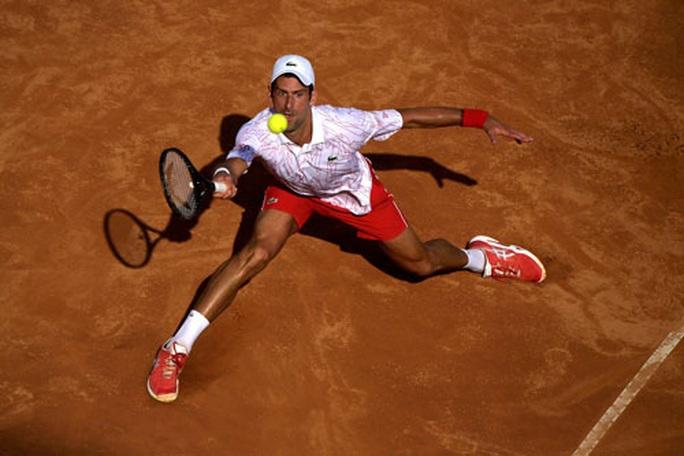 Djokovic vượt huyền thoại Mỹ Pete Sampras - Ảnh 1.