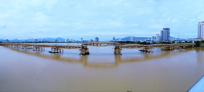Đà Nẵng: Người dân háo hức chứng kiến cây cầu hơn 55 năm tuổi nâng nhịp cho tàu thuyền qua lại - Ảnh 10.
