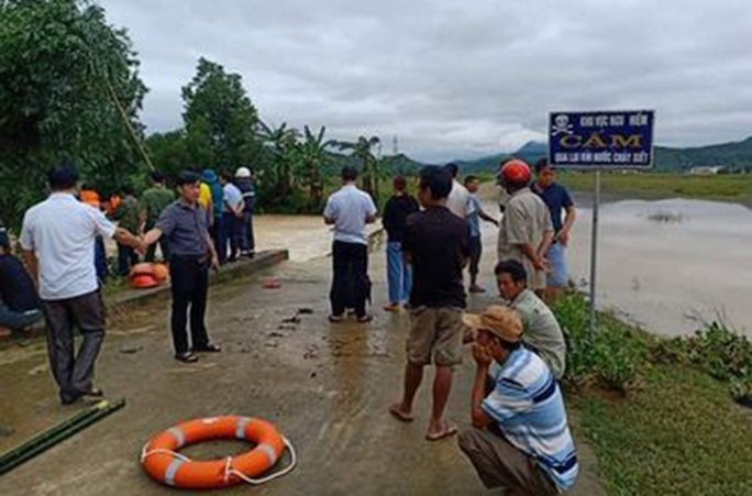 Nam thanh niên bị nước lũ cuốn chết đuối trên đường trở về nhà - Ảnh 1.