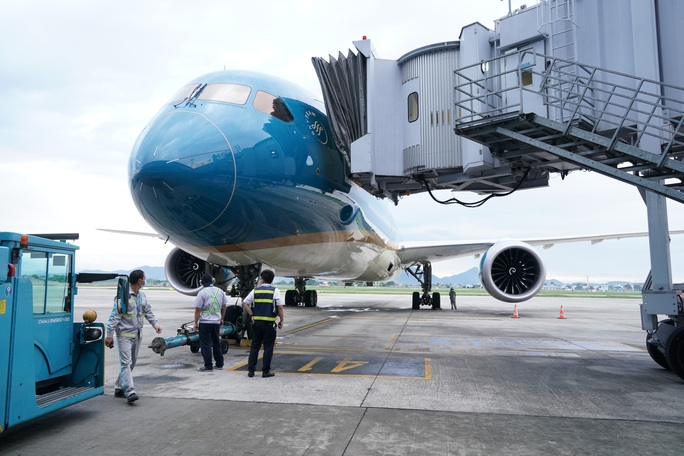 CLip: Chuyến bay thương mại quốc tế thường lệ đầu tiên sau Covid-19 - Ảnh 24.