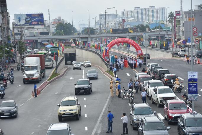 Vạn người vui trong ngày khánh thành nút giao thông An Sương - Ảnh 1.