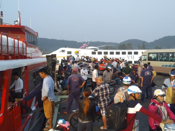 Bão tan, tàu cao tốc đi Phú Quốc nhận tin vui - Ảnh 1.