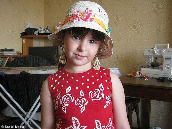 Nga chấn động vì hai chị em ruột bị nhân tình của mẹ cưỡng hiếp, sát hại dã man - Ảnh 2.