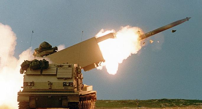 Mỹ đưa pháo binh tới sát sườn, Nga la làng - Ảnh 1.