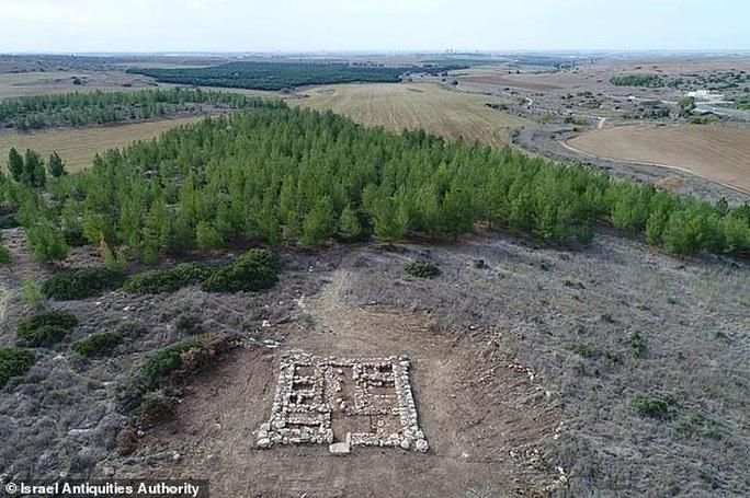 Đi rừng, nhóm sinh viên tìm ra pháo đài kho báu huyền thoại 3.200 tuổi - Ảnh 1.