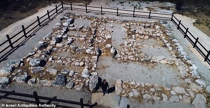 Đi rừng, nhóm sinh viên tìm ra pháo đài kho báu huyền thoại 3.200 tuổi - Ảnh 2.