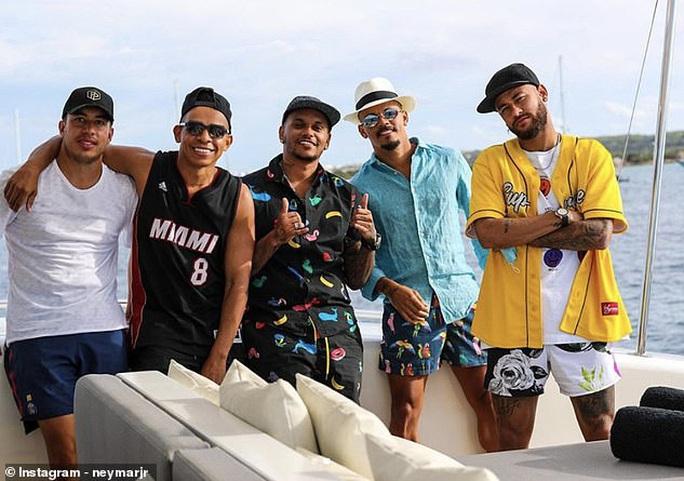 Du hí ổ dịch, Neymar và Di Maria dương tính SARS-CoV-2 - Ảnh 1.