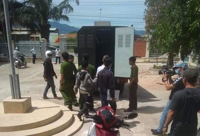 Bắt tạm giam 2 đối tượng đánh trọng thương 2 nhân viên trạm thu phí BOT Ninh Xuân - Ảnh 1.