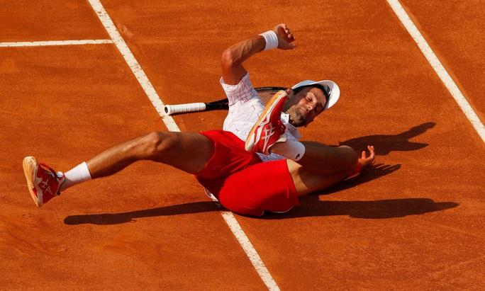 Clip Djokovic vất vả vào chung kết Rome Masters 2020 - Ảnh 6.