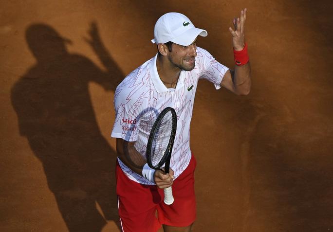 Clip Djokovic vất vả vào chung kết Rome Masters 2020 - Ảnh 3.