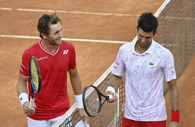 Clip Djokovic vất vả vào chung kết Rome Masters 2020 - Ảnh 1.
